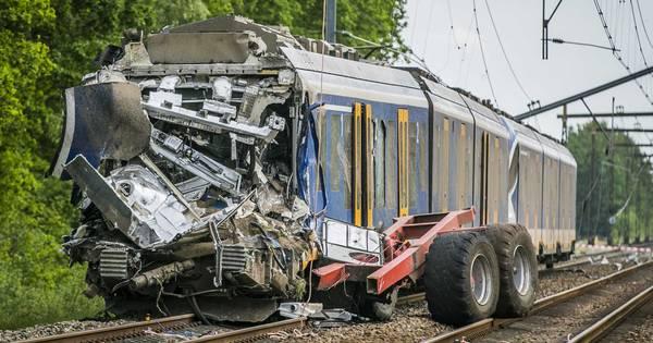 Machinist uit Hardenberg overleden bij treinongeluk met landbouwkar bij Hooghalen.