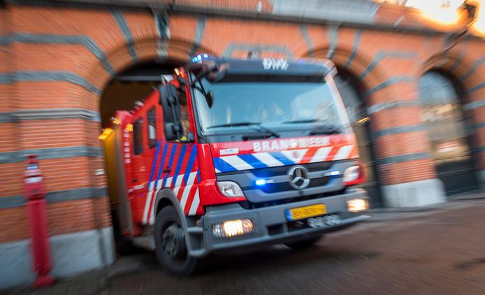 De brandweer is uitgerukt voor een woningbrand in Schiedam.