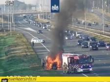A27 enige tijd afgesloten vanwege hevige brand bestelbus bij Bilthoven
