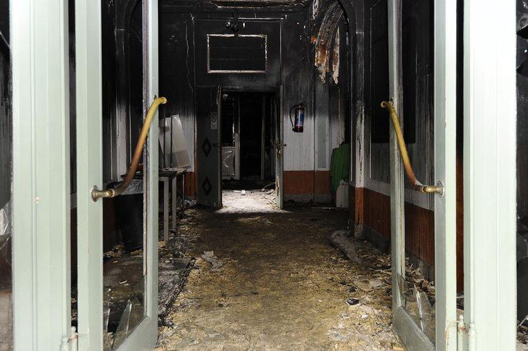 De brandschade aan de moskee in de Dr. De Meersmanstraat in Anderlecht.