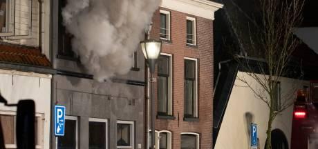 Grote woningbrand in centrum van Zutphen, omliggende huizen ontruimd