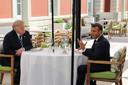 Donald Trump luncht met Emmanuel Macron.