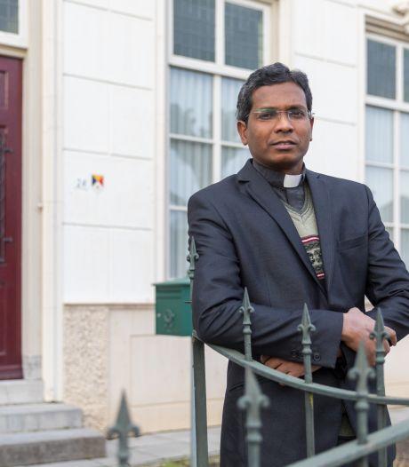 """Nieuwe pater in Westerhoven: ,,Ik wil de  jonge gezinnen wakker maken"""""""