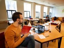 Lesgeven in een leeg lokaal in Helmond: 'Alleen chatten als je een vraag hebt'