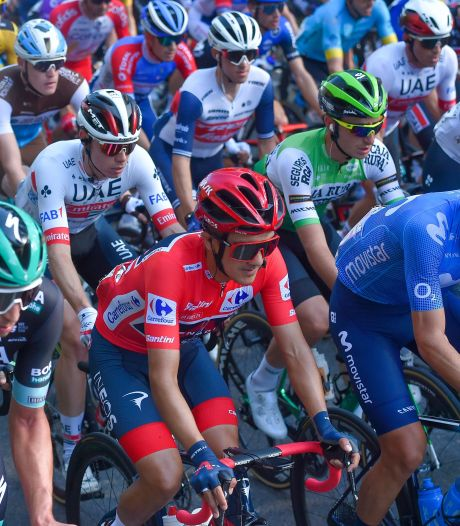 Courte protestation des coureurs avant le départ de la 11e étape qui a été retardé