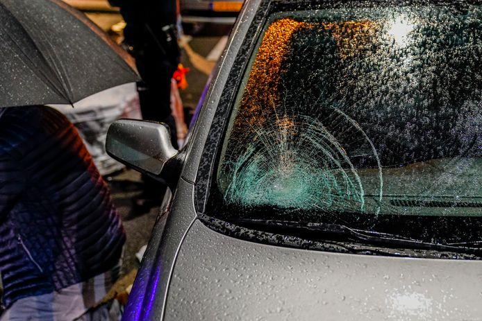 De schade aan de auto na het ongeluk in Oosterhout.