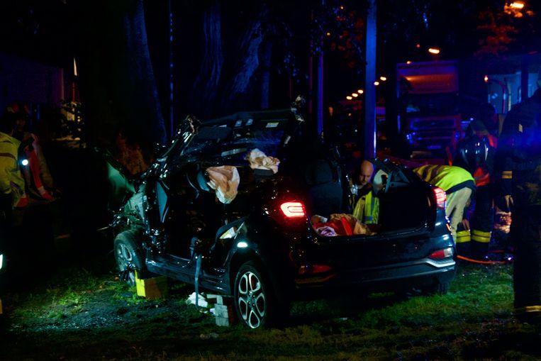 De bestuurder werd in levensgevaar naar het ziekenhuis overgebracht.