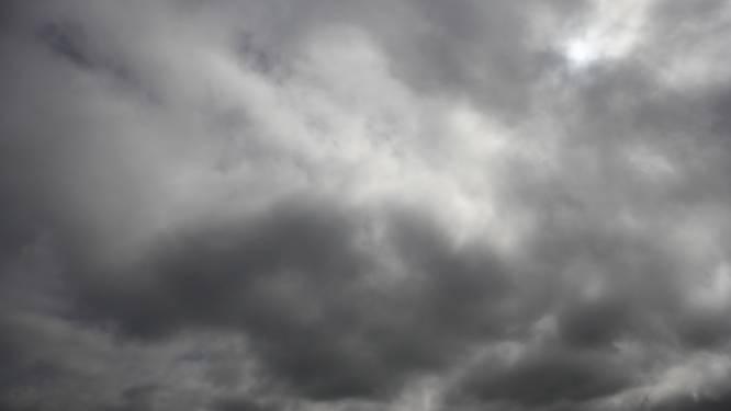 Zwaarbewolkt met regen, kans op tijdelijk wit laagje in centrum