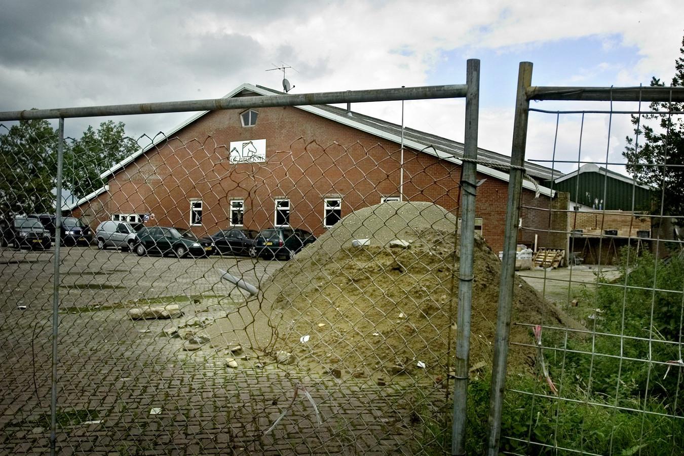 De manege in Esbeek, destijds een van de bezittingen van het stel uit Kaatsheuvel.