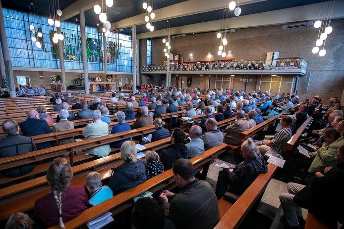 Someren-Heide laatste mis in kerk.