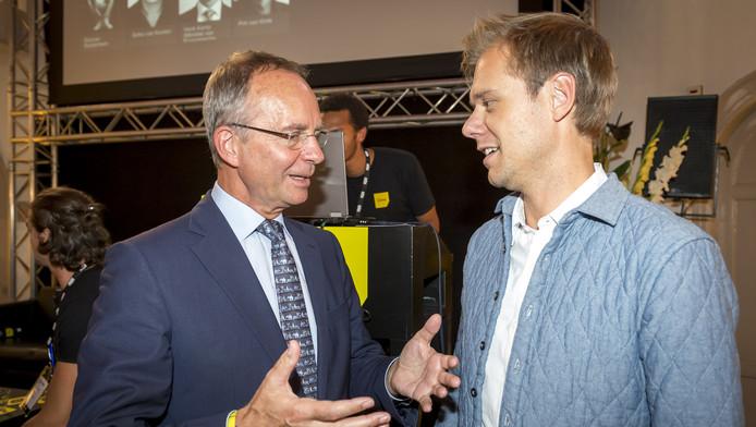Minister Henk Kamp (L) van Economische Zaken en dj Armin van Buuren tijdens het Amsterdam Dance Event.