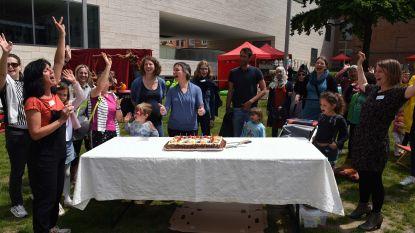 Huis van het Kind blaast vijf kaarsjes uit op groots gezinsfeest