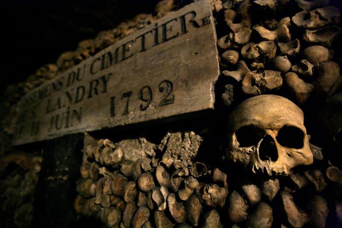 Catacomben van Parijs waar honderdduizenden skelletten liggen.