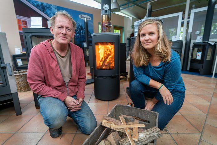 Het Arnhemse GroenLinks-raadslid Muriël Simonis ging onlangs, ten behoeve van een krantenartikel, de discussie over houtstook aan met houtkachelspecialist Wijbrand Pauw uit Driel.