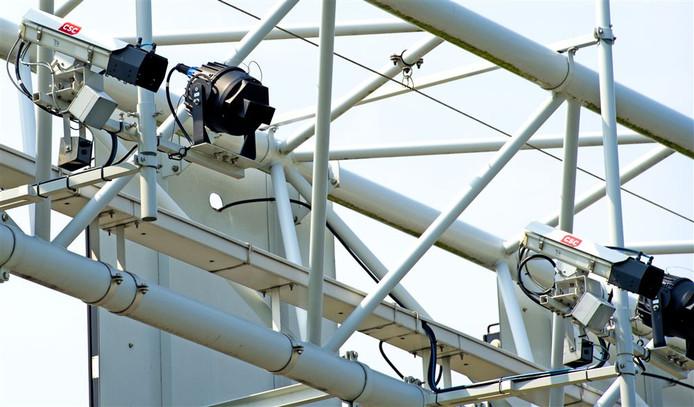 Voorbeeld van trajectcontrolecamera's die de snelheid van weggebruikers over een langere afstand registreren.