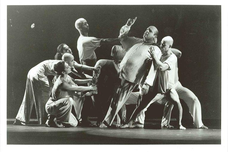 Beelden van de voorstelling Still/Here (1993), die gaat over het leven met de ziekte hiv.  Beeld Beatriz Schiller
