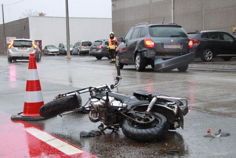 Het ging om een aanrijding tussen een bromfietser en een voertuig (themabeeld).