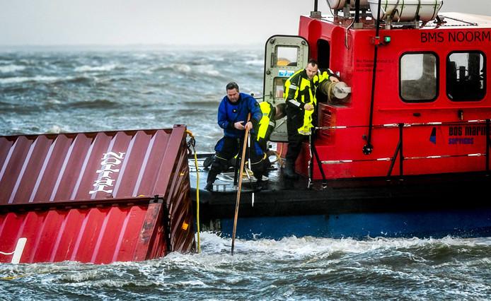 Van de 342 overboord geslagen containers zijn er 19 inmiddels geborgen.