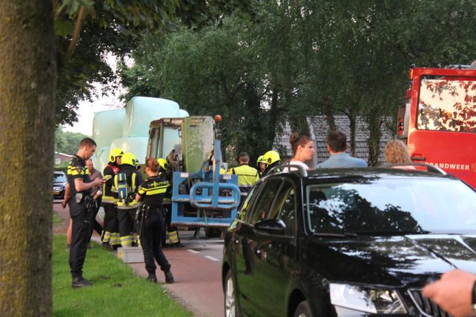 Politie en brandweer aanwezig bij de brand.