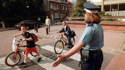 Extra politietoezicht aan scholen: vooral sensibilisering maar ook uitschrijven boetes