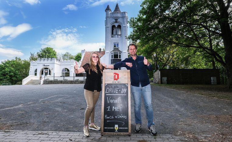 Valérie en  Francky openen vanaf 1 mei een drive-in aan hun grillrestaurant op de Kemmelberg.