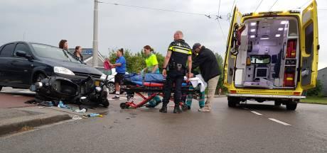 Scooterrijder gewond na aanrijding met auto in Arnhem-Zuid