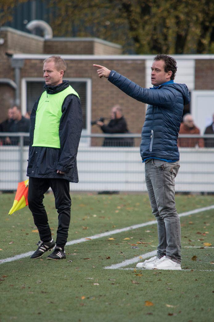 Voetbalwedstrijd GSBW-Were Di. Coach GSBW1 Dennis de Bruijn