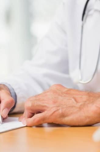 De schaar in het artsenloon: zal minister Vandenbroucke slagen waar zijn voorgangers faalden?