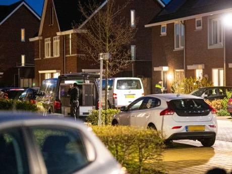 Invallen in vijf panden in Zwolle: vijf mannen opgepakt, drugs en wapens gevonden