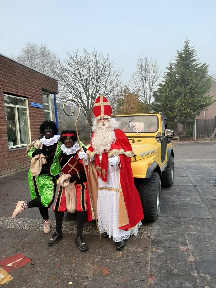 Sint werd gebracht door autosnel (vrij naar het paard Ozosnel).