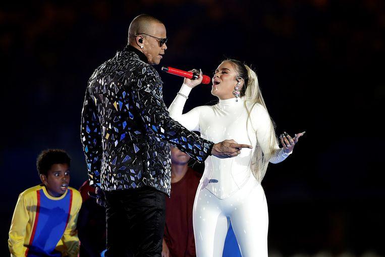 De Braziliaanse zanger Leo Santana en de Colombiaanse zangeres Karol G vertolkten tijdens de openingsceremonie de hymne van het toernooi. Beeld EPA
