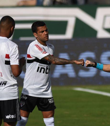 São Paulo staat al op het veld, maar tegenstander daagt niet op na tien besmettingen
