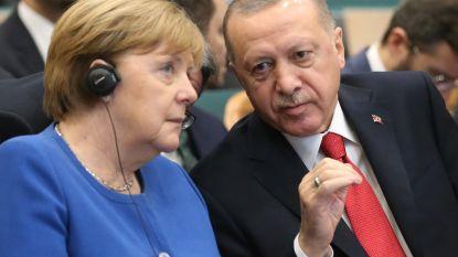 """Erdogan waarschuwt Merkel over Libische chaos: """"Opletten voor IS en al-Qaida"""""""