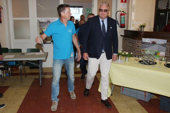 De prins werd ontvangen in zaal Familia in Hamme.