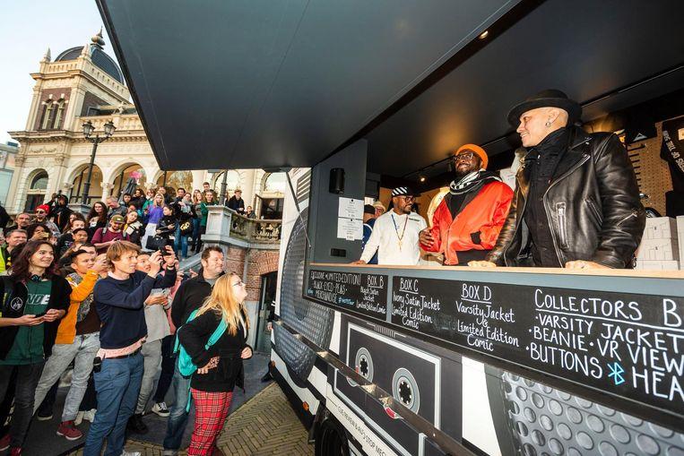 Will.i.am, Apl.de.ap en Taboo van de Black Eyed Peas ontmoeten fans in VondelCS Beeld ANP