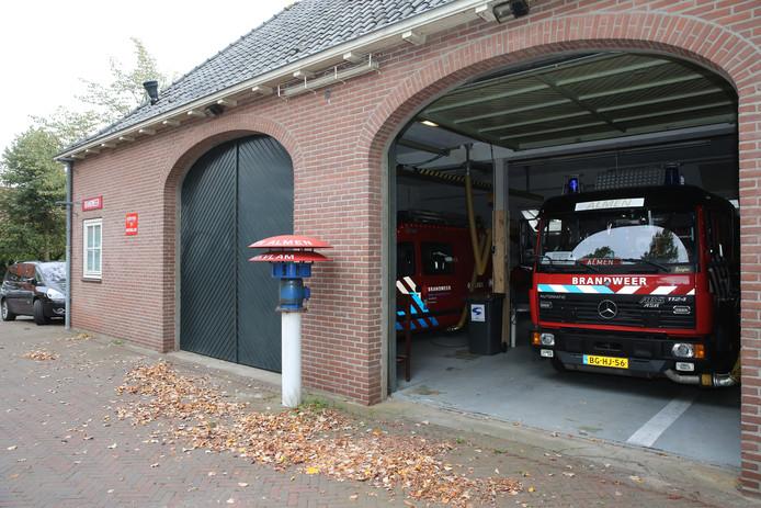 De huidige brandweerkazerne in Almen  voldoet niet meer, maar het wordt nog een hele toer om een nieuw onderkomen te vinden.