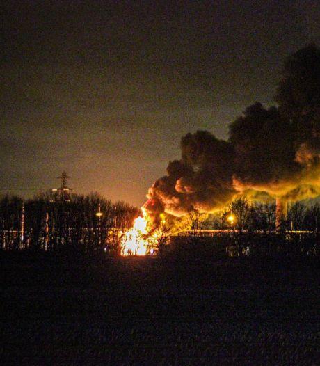 Brand transformatorhuis in Langerak onder controle, 'papiersnippers en roetdeeltjes kunnen geen kwaad'
