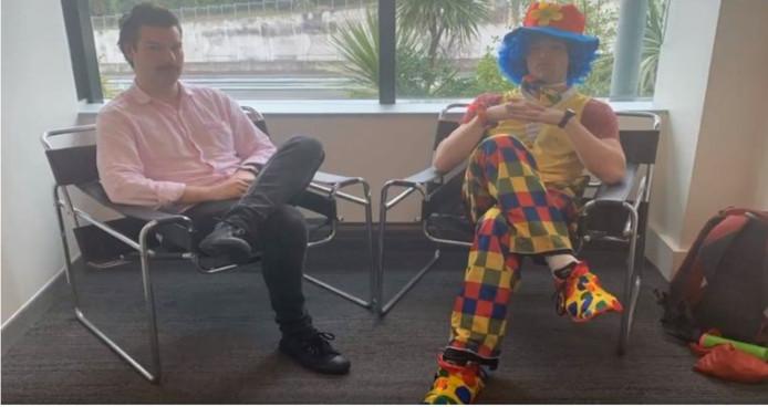 Joshua Jack en Joe The Clown, net voor het gesprek met de directie.