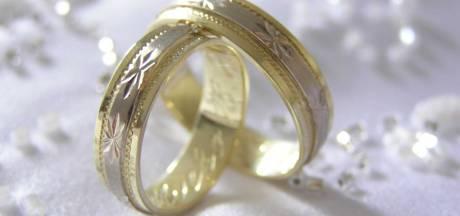 Honderdjarige Britse trouwt met 26 jaar jongere partner