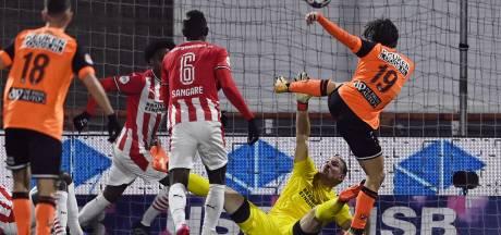 PSV ondanks belabberde eerste helft in Volendam door naar kwartfinale KNVB-beker