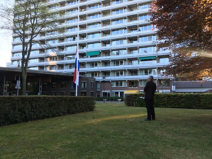 Dodenherdenking bij Het Laar door leden Seniorenorkest Tilburg.