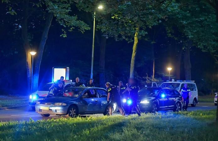De politie hield op de Heikantlaan een auto staande nadat iemand een op een vuurwapen gelijkend object had gezien.