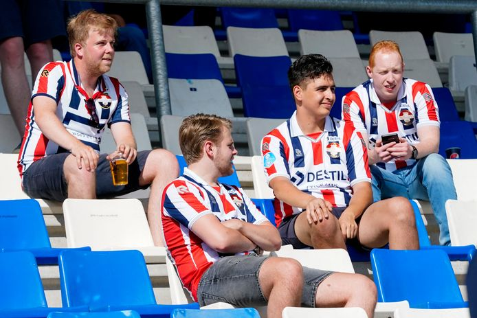 Supporters van Willem II tijdens de wedstrijd tegen Heracles Almelo.