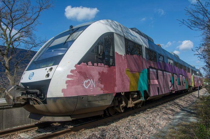 Een van de ondergespoten treinen in Mariënberg