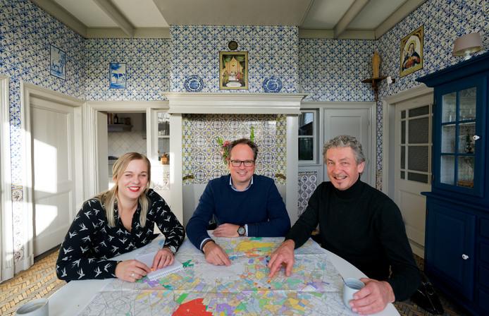 Ervencoaches Neeltje Beumink , Tom Jannink en Gerrit Meutstege voeren keukentafelgesprekken met erfbezitters in het buitengebied.