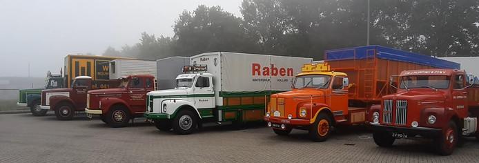 Een deel van de 65 historische Scania's die meerijden
