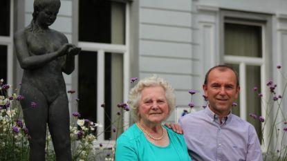 """Burgemeester van Wielsbeke verliest moeder Godelieve (90) in coronatijden. """"Uitvaart waarop je elkaar niet echt kan troosten: verschrikkelijk"""""""