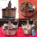 Janine van Harsselaar heeft zelf twee potten bedacht en gekleid. De kunstwerkjes laten haar liefde voor de Deventer skyline zien.