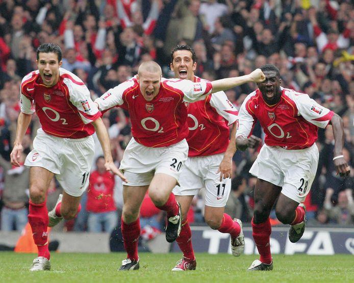 Robin van Persie, Philippe Senderos, Edu en Kolo Toure (vlnr) vieren het winnen van de FA Cup in 2005.