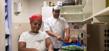 Aymans restaurant werd platgebombardeerd, nu kookt hij in Park Sonsbeek